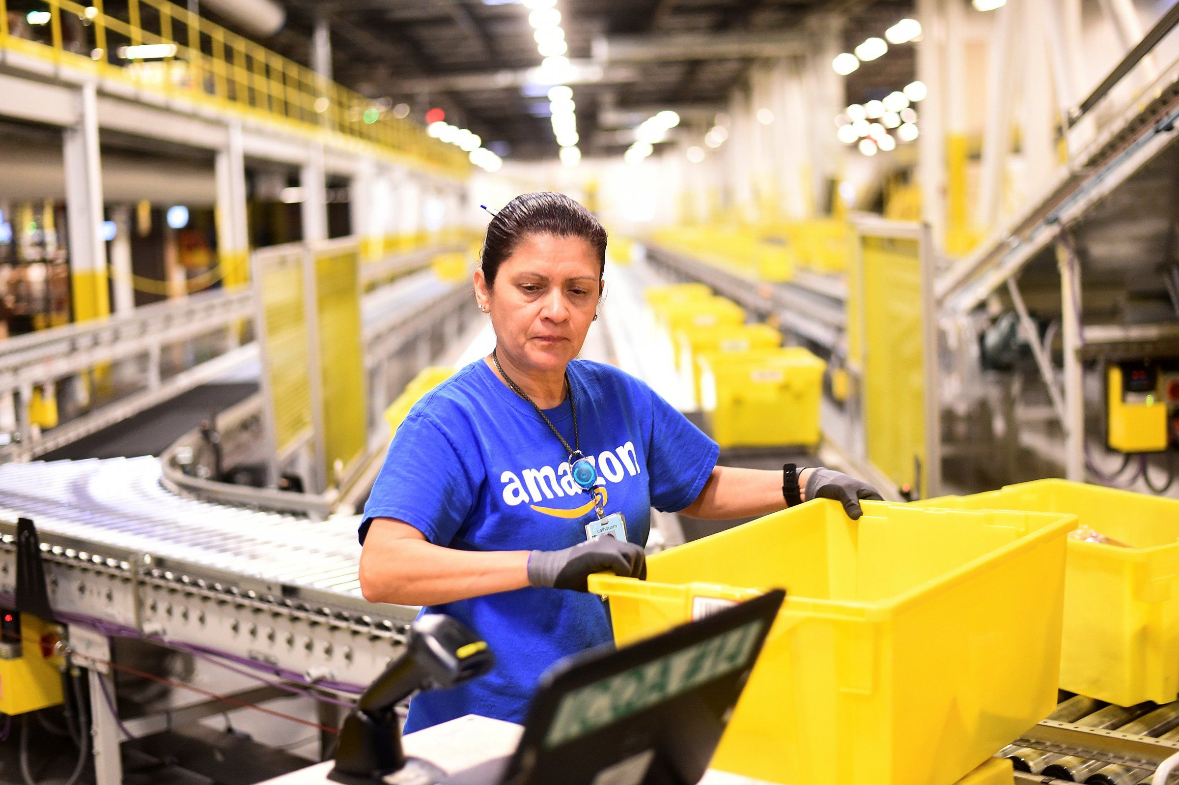 Amazon S Wage Hike Is Not All Roses For Its Workers Amazon