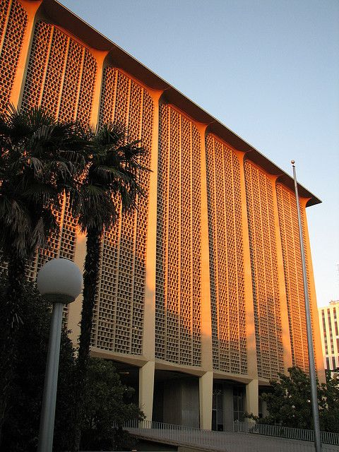 Fresno County Courthouse - Walter Wagner Associates (1966)