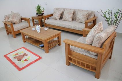 Wood living room sofa and table in small modern living for Hall furniture design sofa set