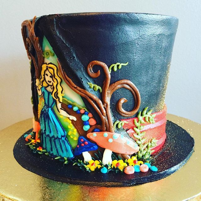 Alice In Wonderland Top Hat Cake Wowza Hayleycakesandcookies