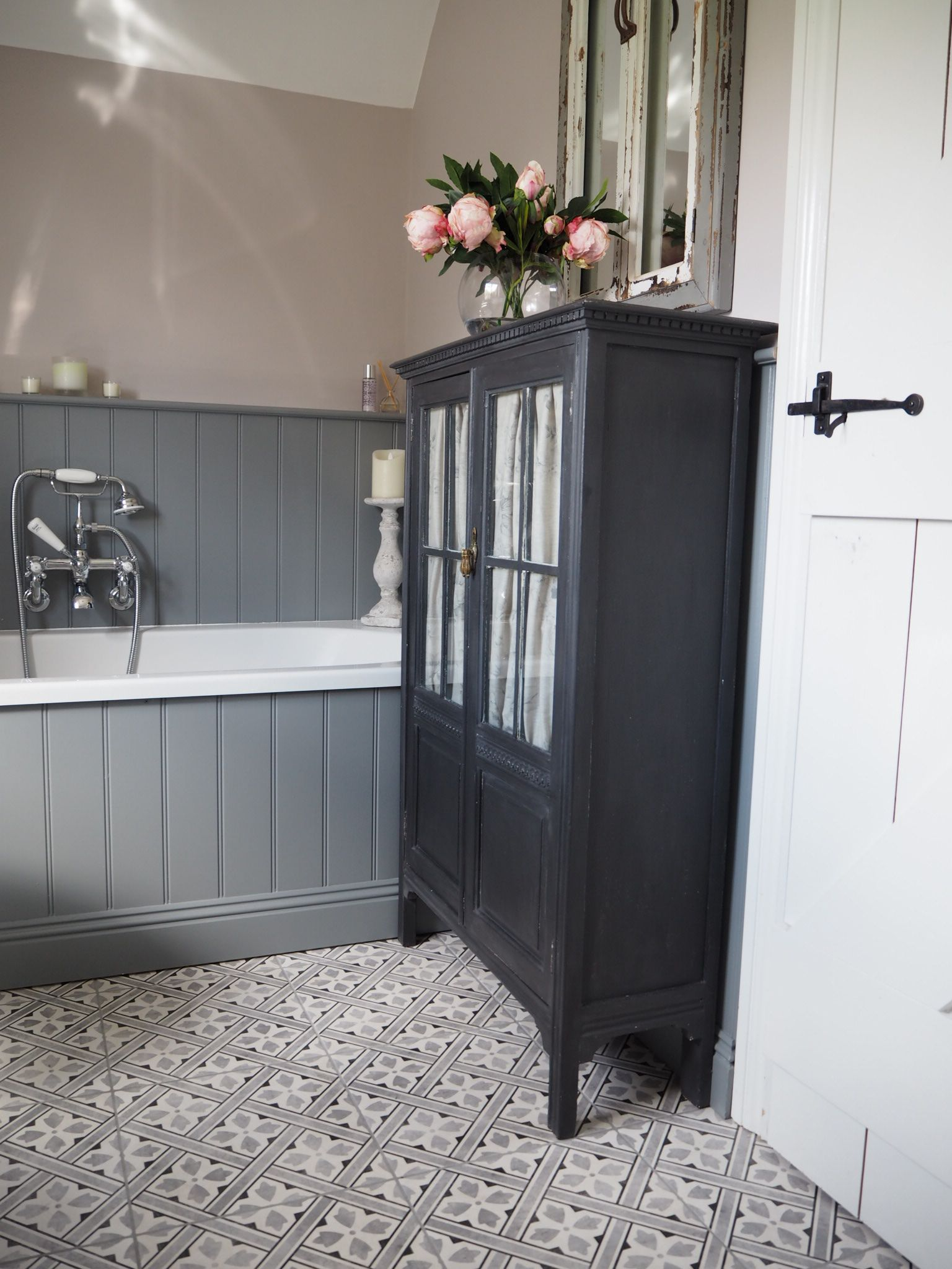 farrow and ball peignoir and plummet up cycled cupboard painted in rustoleum azienka. Black Bedroom Furniture Sets. Home Design Ideas