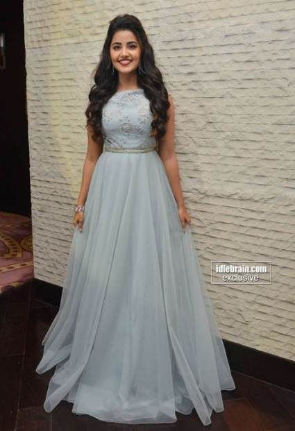Pin By Kirti Arora On Hairstyles Indian Gowns Dresses Indian Wedding Gowns Hairstyles For Gowns