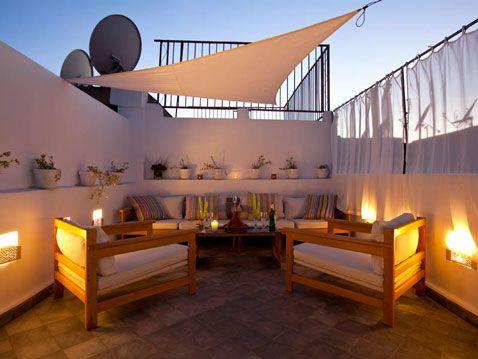 brise soleil avec toile triangulaire sur terrasse forme de triangle brise soleil et brise. Black Bedroom Furniture Sets. Home Design Ideas