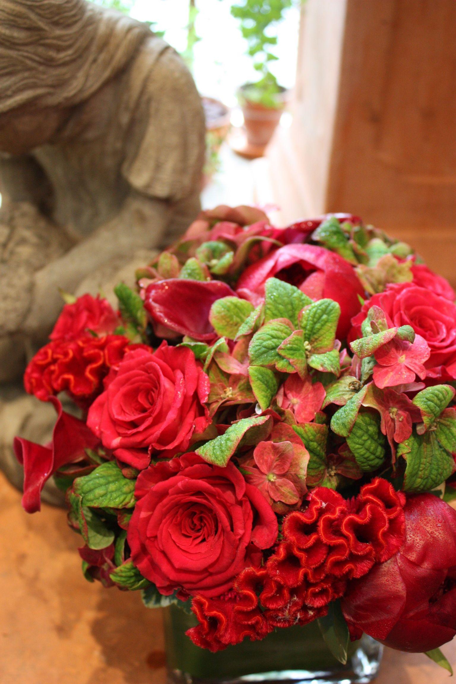 Lovely Combination Of Hydrangeas And Roses Arreglos Florales Arreglos