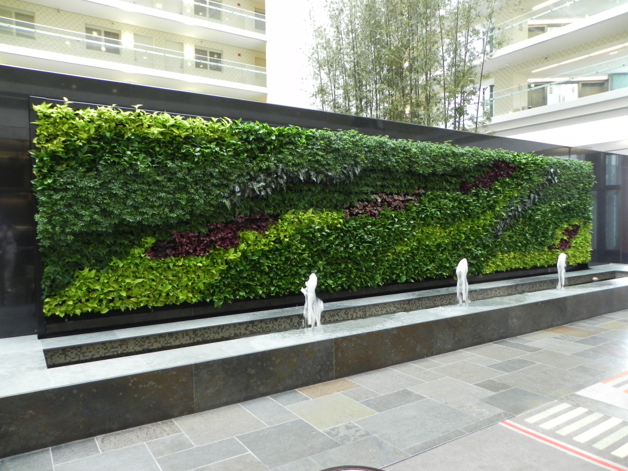 Vertical garden at embassy suites downtown chicago http for Vertical green wall