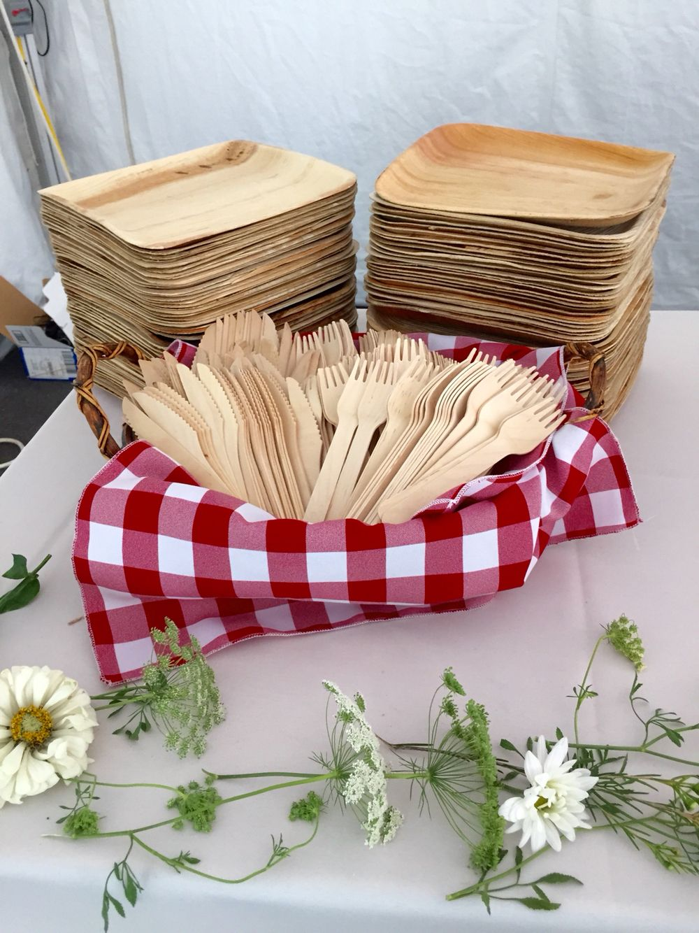 Bamboo plates and utensils //.ecobioshopping.it/it/18-piatti-foglia-di-palma & Bamboo plates and utensils http://www.ecobioshopping.it/it/18-piatti ...