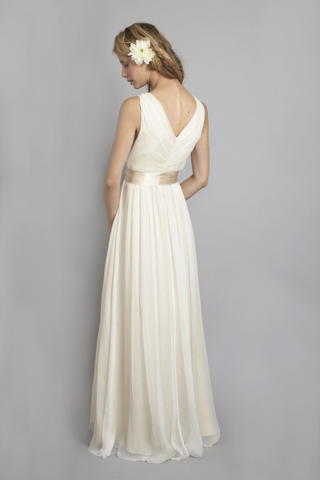 DU6556 l This timeless, elegant v-neck chiffon dress is bra friendly and looks great on just about any body shape. We recommend playing with different types of embellished sashes to make the dress unique for any of our Saja Brides. #sajawedding