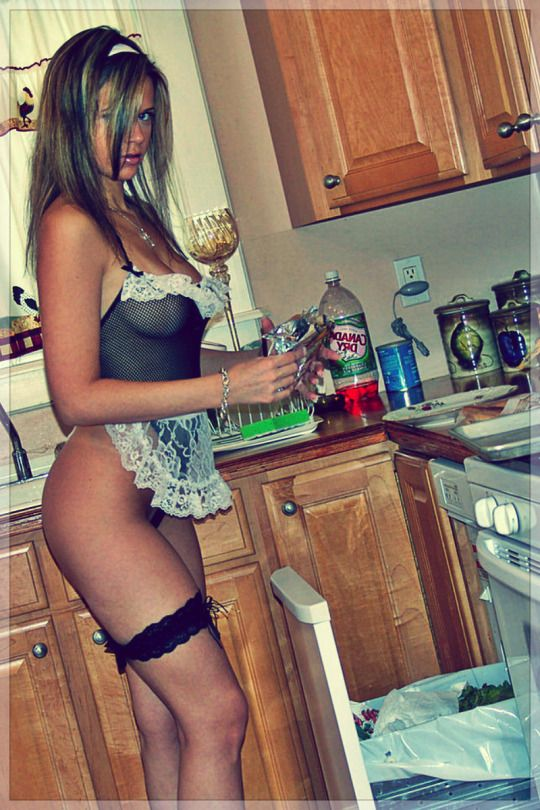 Hot sexy beauty housewife maid fun stuff pinterest for Femme au foyer 1960