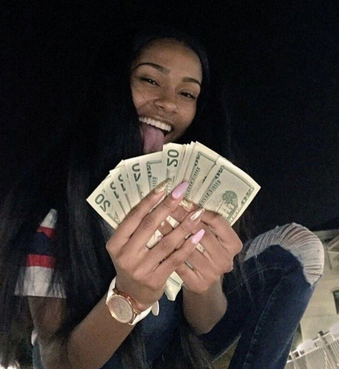 Pin kissmybracess Poooh🧸💕 Mo money, Money on my