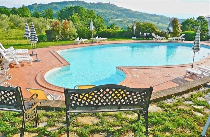 Feriehus villa Radicondoli, Italia | 12 soverom, soveplass til 24 - Toscana, Siena, Sjarmerende Private Villa -12 Bedr. 12 Bath, Privat bass...