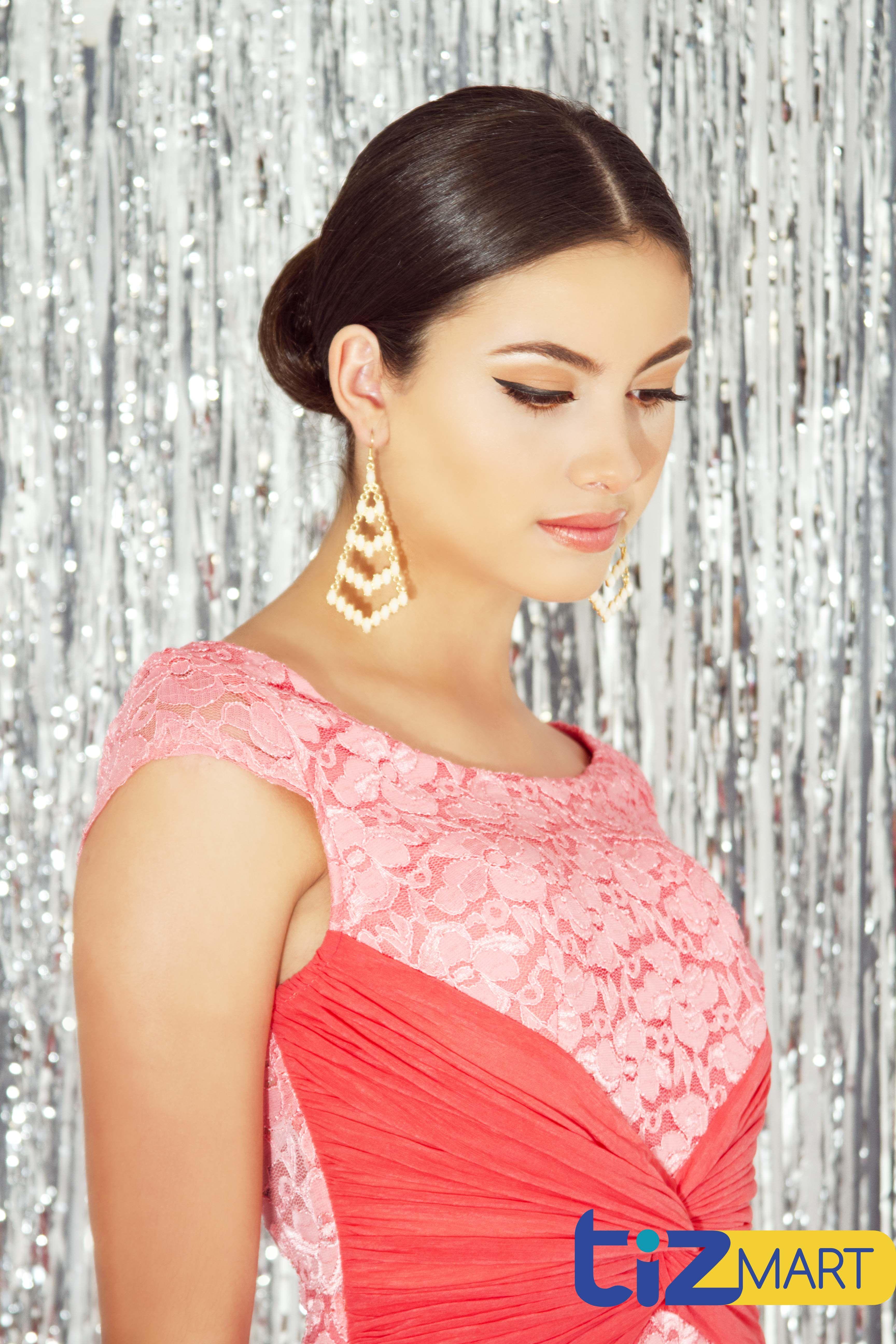 Vestido largo estilo sirena. Color rosa. Úsalo con aretes largos dorados o plata y sandalias altas que combinen.