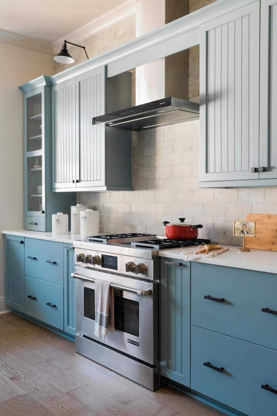 A Detailed Design A Balanced Mix Of Materials And Top Notch Appliances With The Latest In Technology Hgtv Kitchens Open Concept Kitchen Kitchen Cabinet Layout
