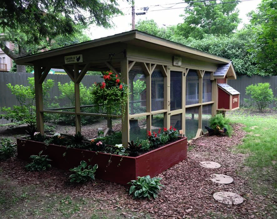 Easy Backyard Chicken Coop Plans Coops Farming And Homesteads - Chicken co op with flowers