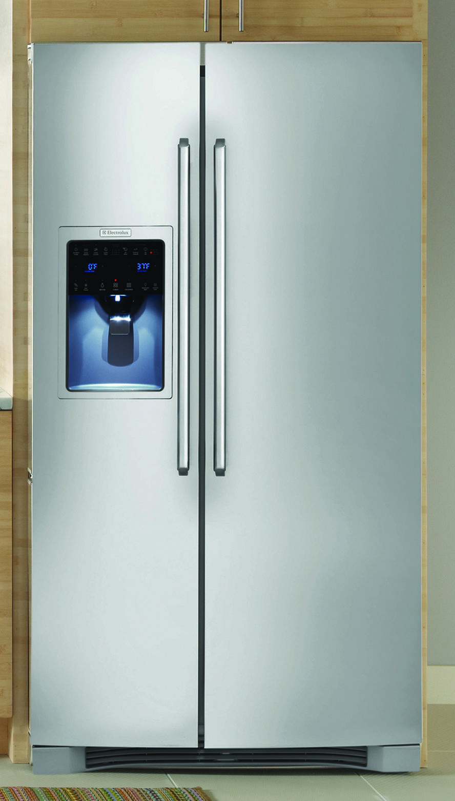 Find the cold storage you need with this electrolux sidebyside
