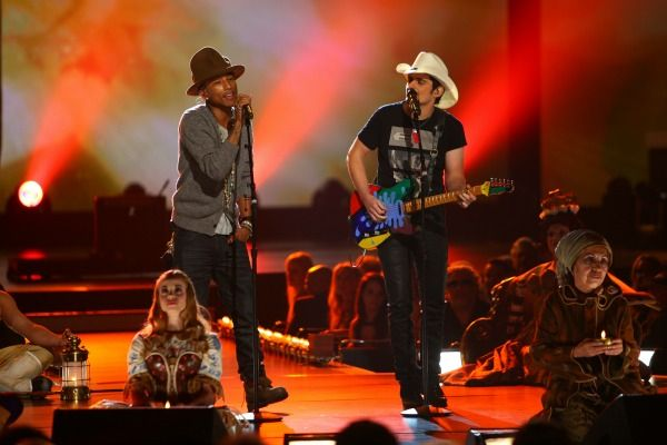 Pharrell Williams, and NOW Country artist, Brad Paisley, teamed up at the Grammy's.