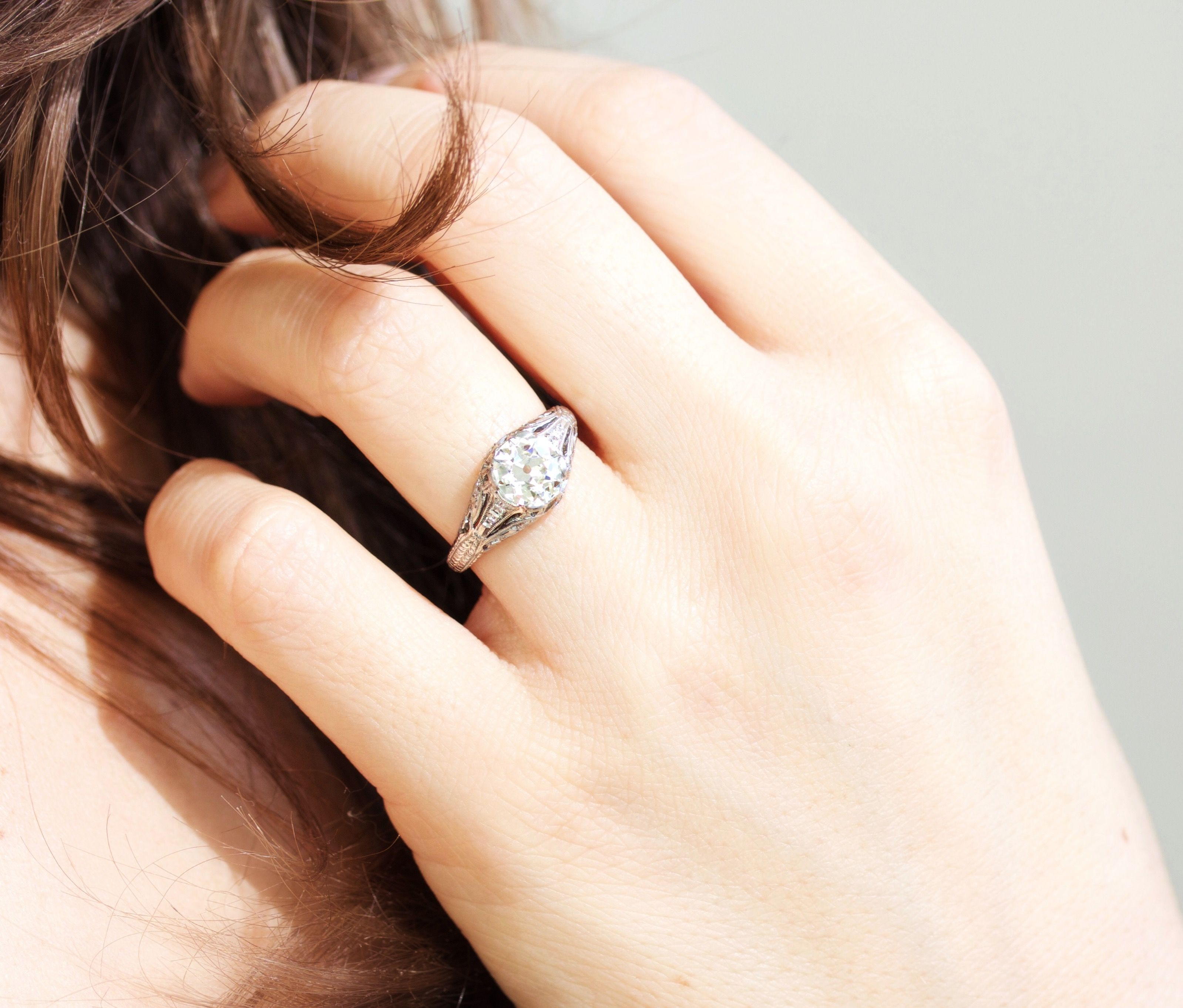 Elegance on point! This stunning vintage engagement ring is sure to look good on your finger!