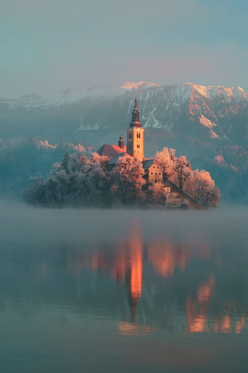 Another gorgeous picture of Lake Bled, Slovenia. Wanna see it for real? https://www.euroventure.eu/