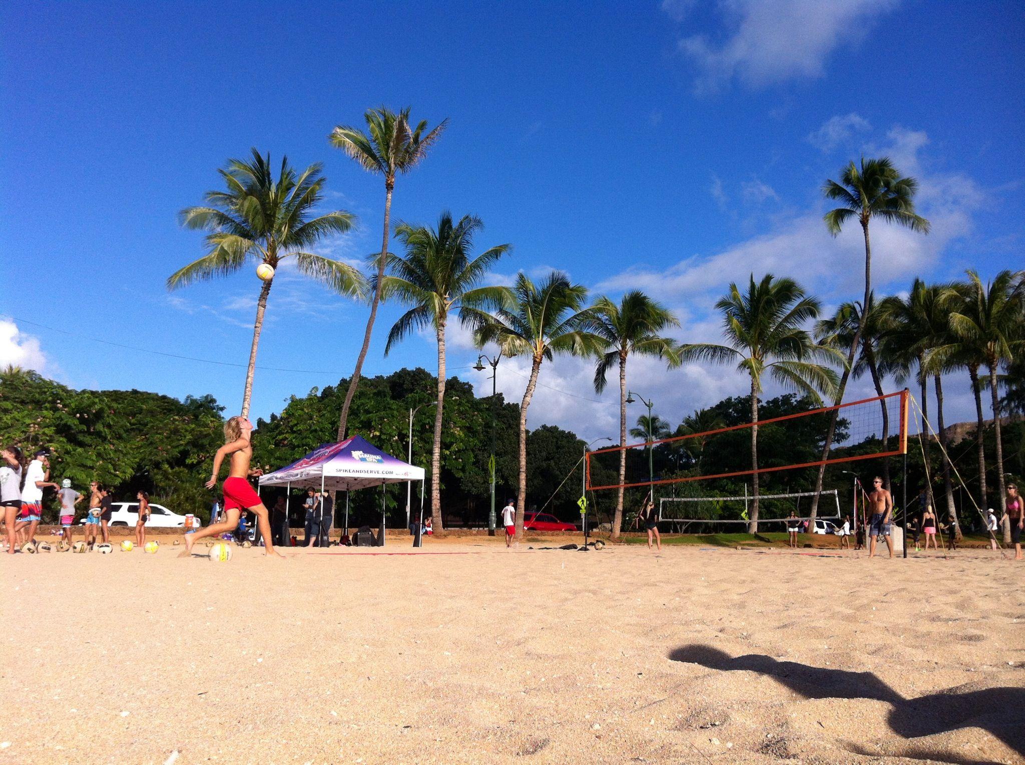 Beach Volleyball At Queen S Beach In Waikiki Hawaii Waikiki Hawaii Dolores Park