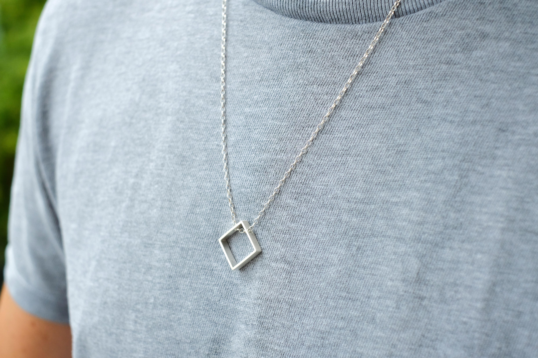 collier homme geometrique