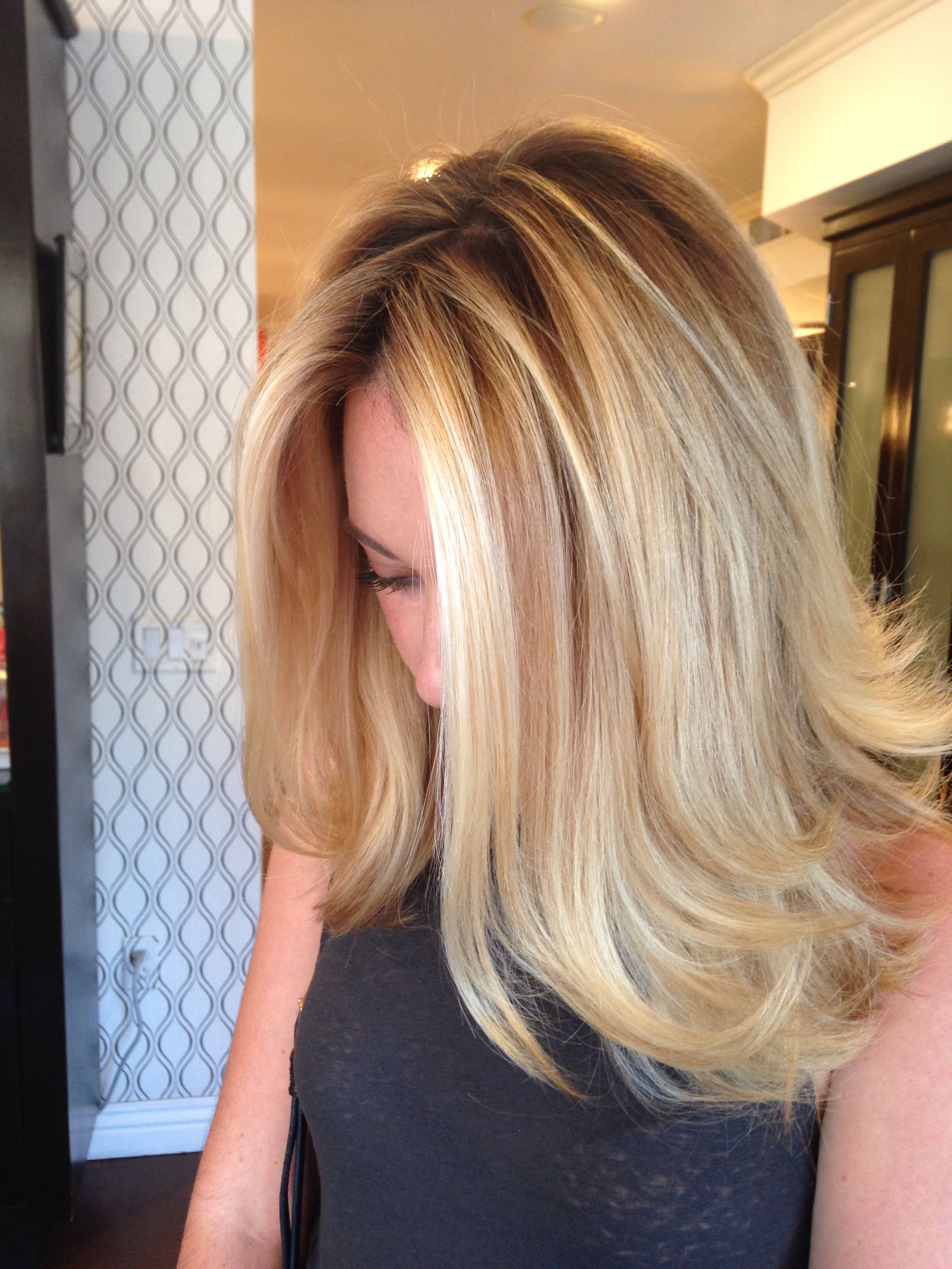 Blonde Balayage By Bella Salon Of Naples In Long Beach Ca Baliage Hairstyle Hair Gorgeous Hair Tchip Coiffure Coiffure Cheveux