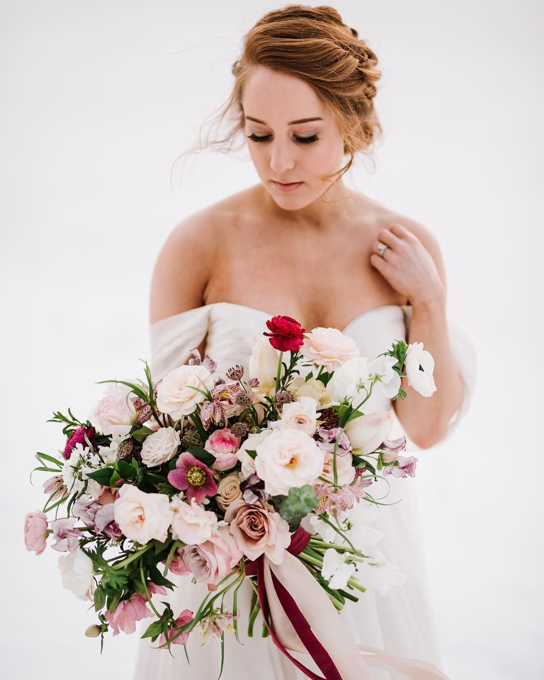 Winter bridal bouquet Sweet Annie Floral Design Photo: Annmarie Swift Photography