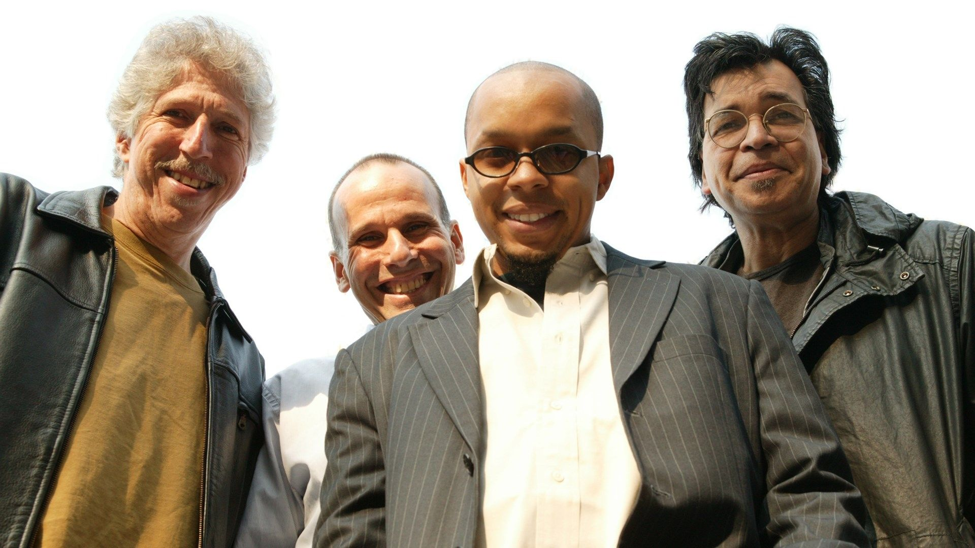 yellowjackets, band, smile - http://www.wallpapers4u.org/yellowjackets-band-smile/