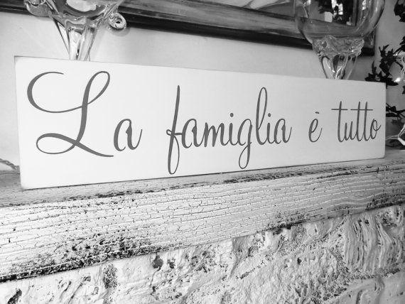 """Italian phrase sign """"La famiglia e tutto"""" - The family is everything in Italian!"""