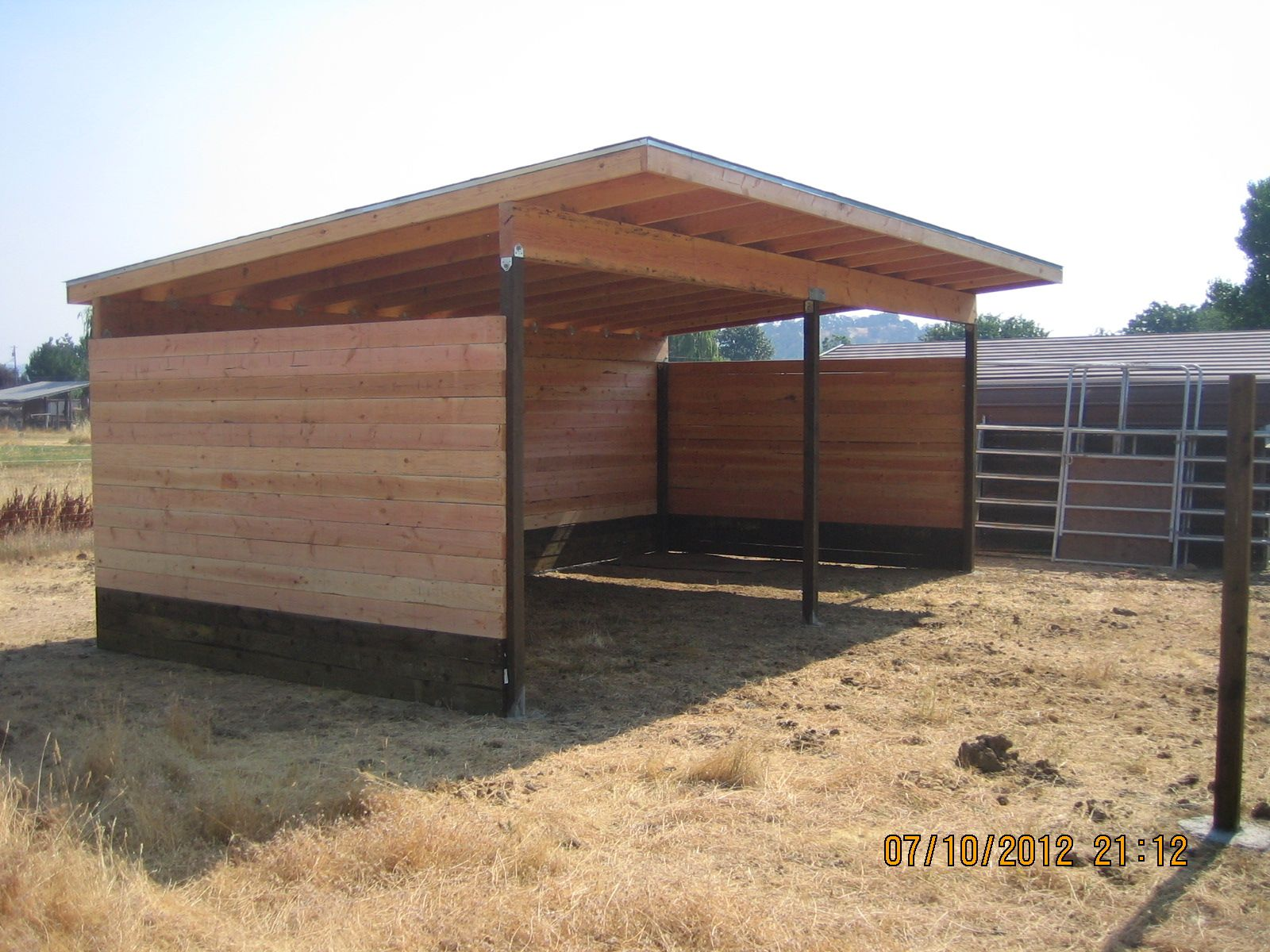 Horse shelters horse shelter barn arena pinterest for Equestrian barn plans