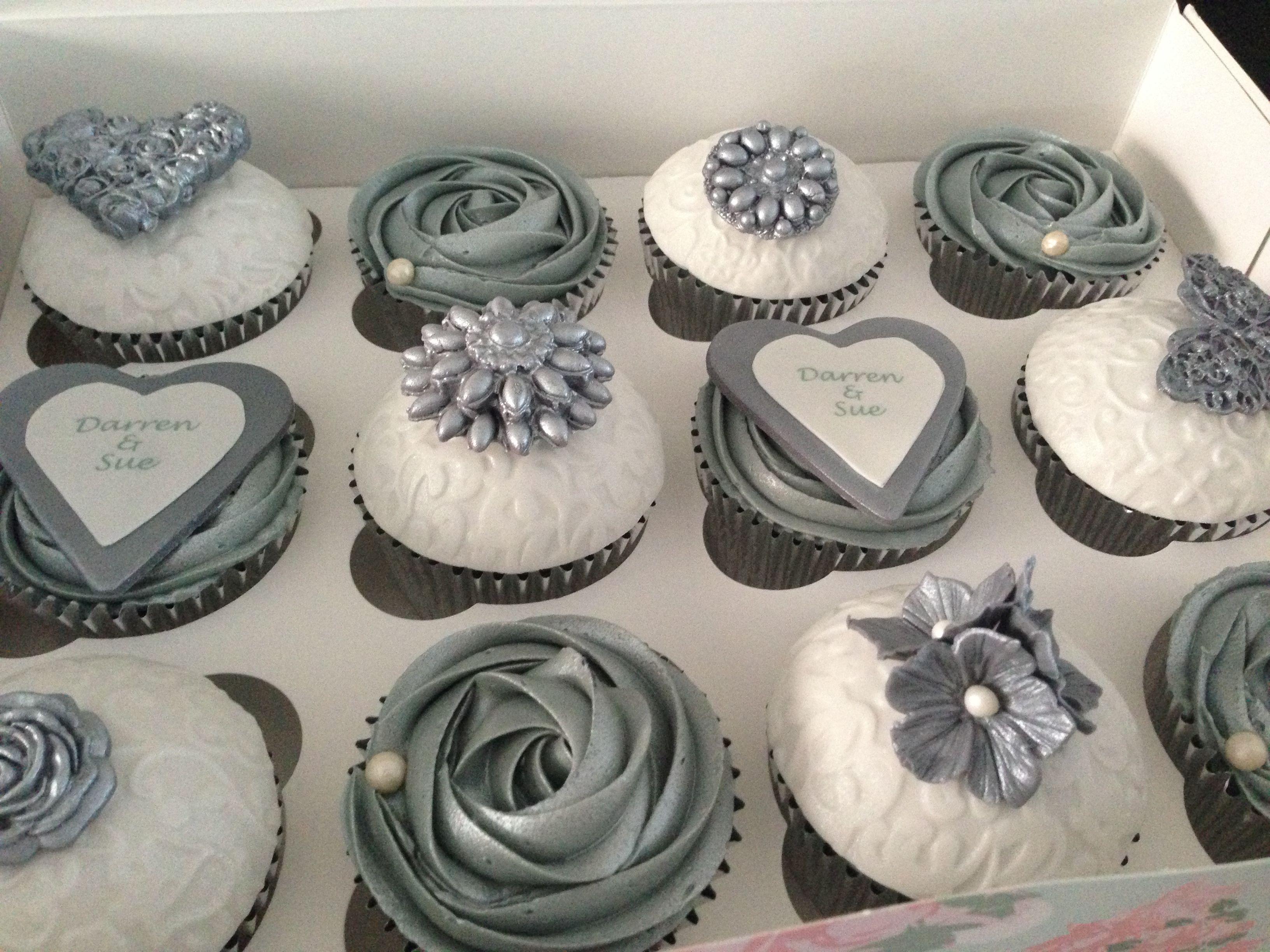1000  ideas about Silver Cupcakes on Pinterest | White Wedding ...
