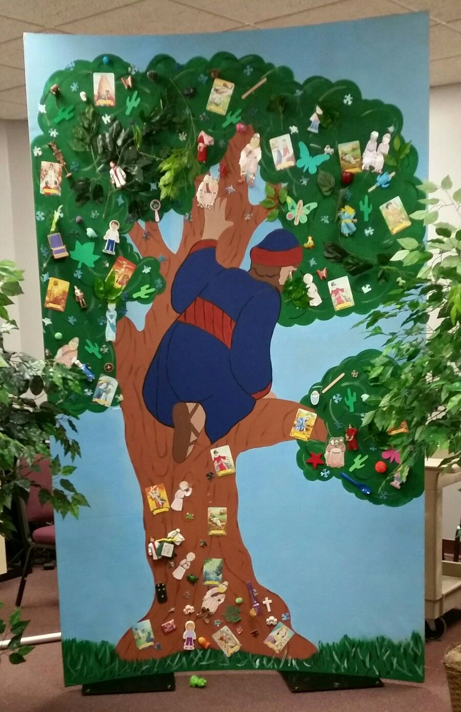 Fall festival Bible game. Zacchaeus searches for Jesus. Kids try to ...