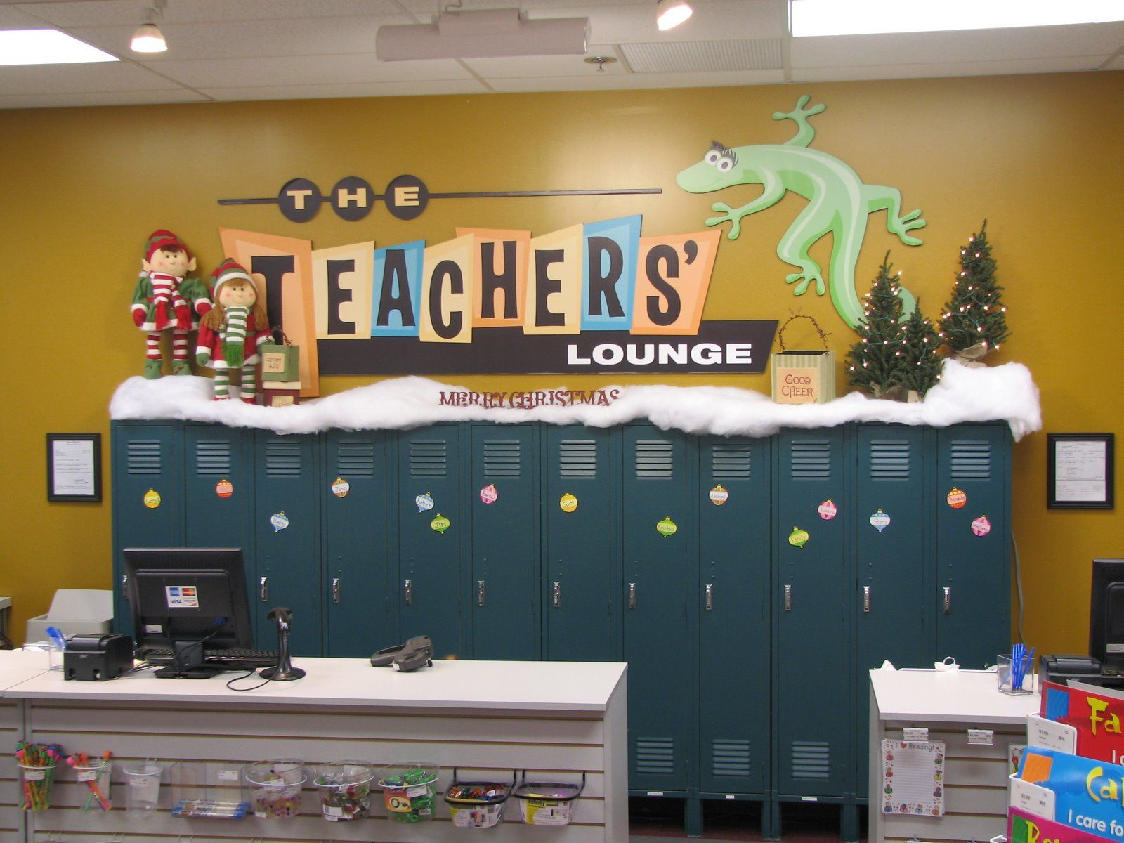 lockers could be a fun idea our new teachers lounge pinterest rh pinterest com