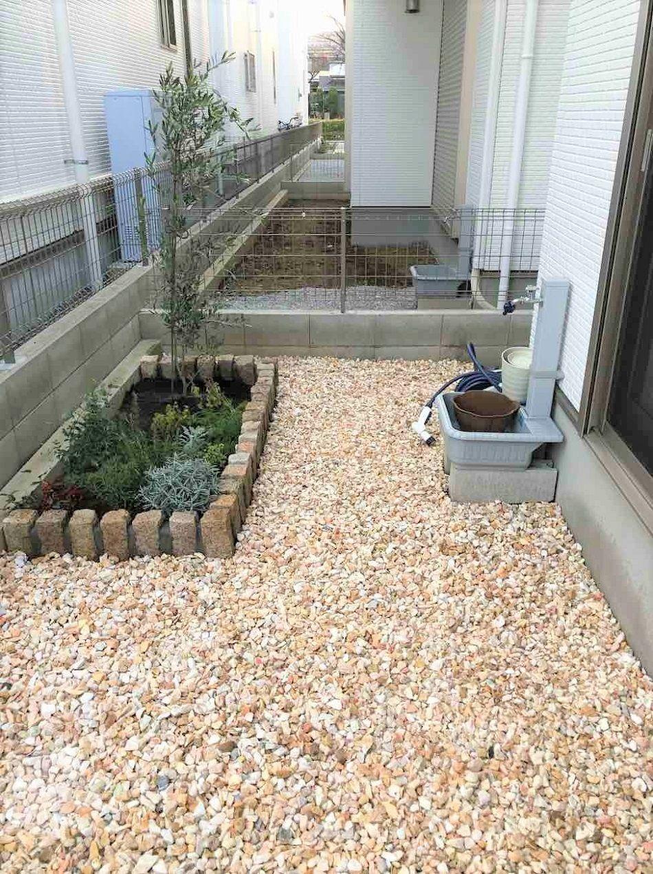 生活を彩る花壇のお庭づくりと玄関アプローチ植栽 庭 砂利 庭