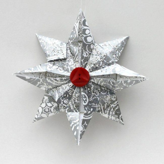 weihnachtsbaumschmuck aus papier stern silber papier knopf falten christbaum basteln. Black Bedroom Furniture Sets. Home Design Ideas