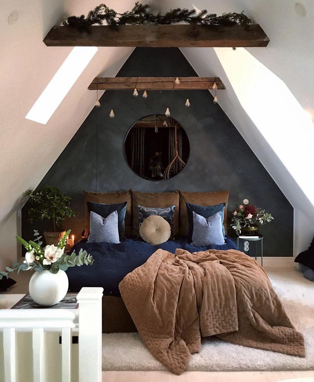 How Gorgeous Is This Attic Bedroom By Hannasanglar Good Night All Bedroom Bedroomdecor Bed Sovevaerelsesindretning Sovevaerelsesideer Drommevaerelser