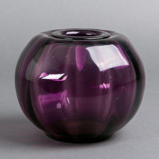 Kristalunie Maastricht, W.J. Rozendaal, purple vase 'Tomato', 1929.