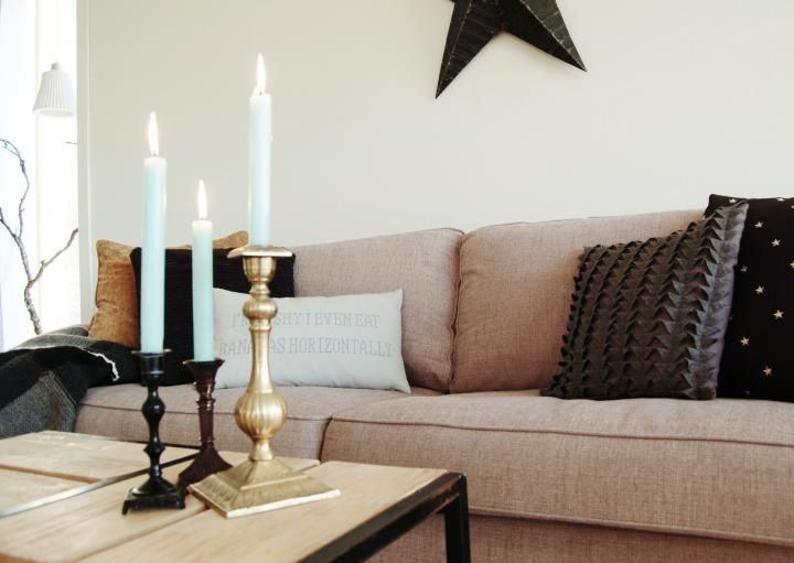 Un Sala N Con Muebles Oscuros Y Tonos Marrones Muebles Oscuros Pinturas Para Living Decoracion De Unas