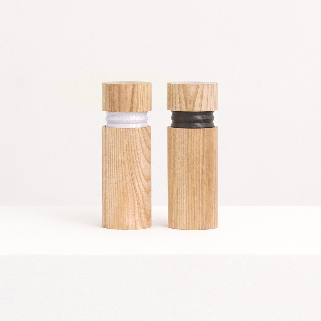 Salt and Pepper Mill Solid Oaken Wood Pepper Grinder Pepper Shaker with Strong Adjustable Ceramic Grinder 1 Piece Small