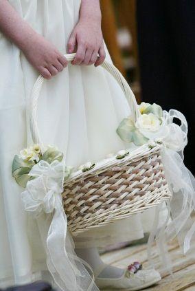 Diy Decorate Light Brown Basket For Flower Girls