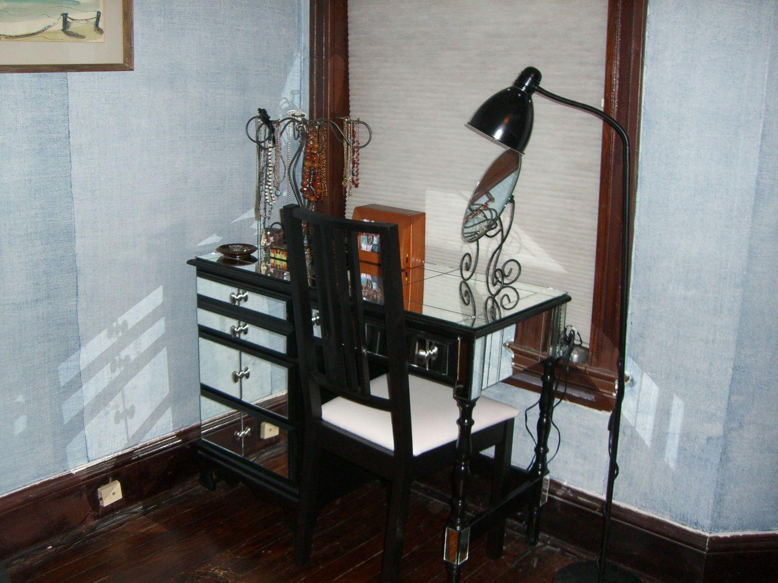 Mirrored vanity desk Mirrored vanity desk, Vanity desk