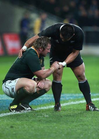 True Sportsmanship. Jannie du Plessis and Kevan Mealamu ...