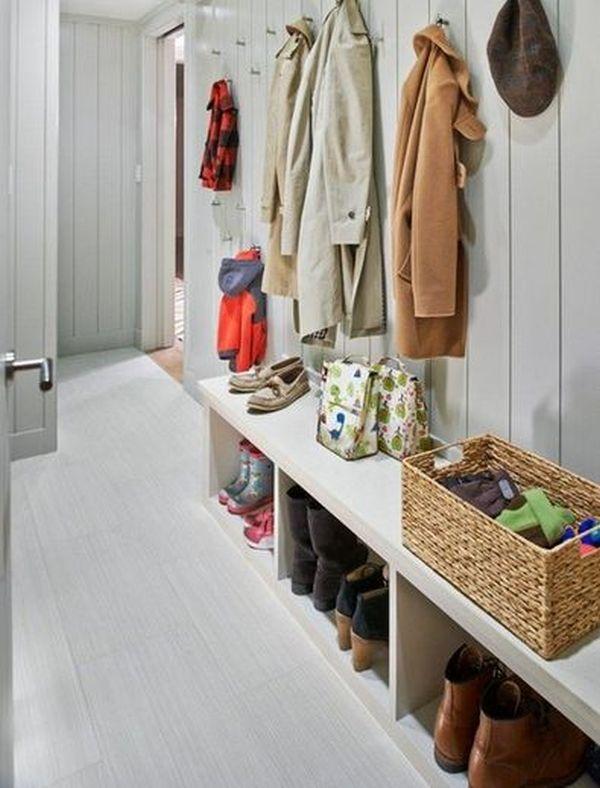 Joue Sur De Multiples Patères Placées à Différentes Hauteurs + Un Meuble  Bas Pour Les Chaussures. Petites Entrées ...
