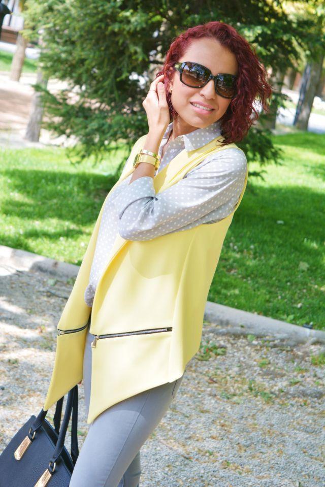 Look con gris y amarillo #gabbysweetstyle