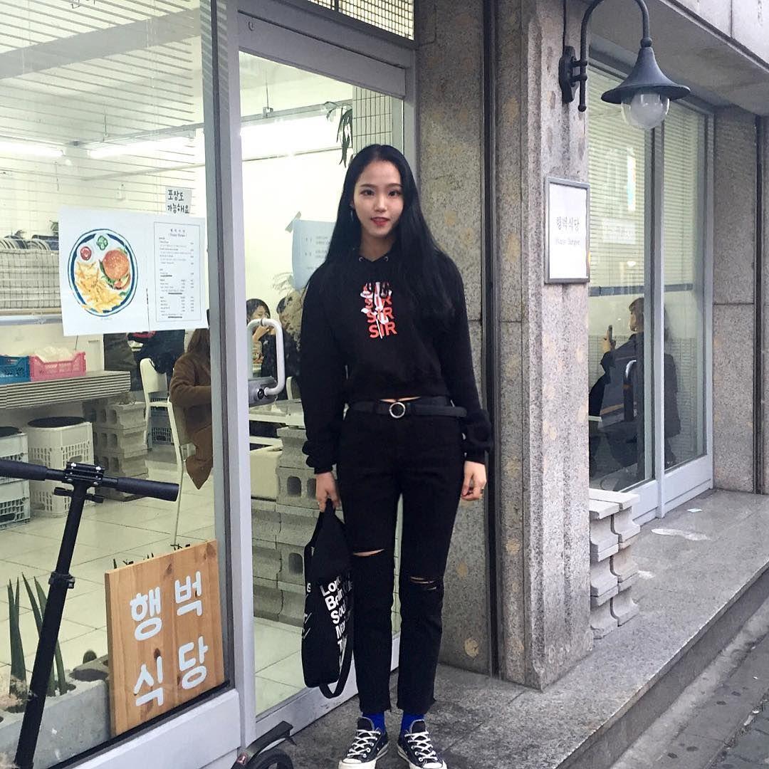 """ถูกใจ 1,042 คน, ความคิดเห็น 23 รายการ - 은혜아니고 은해에여 (@euuun_hae) บน Instagram: """"오늘 날씨왕좋쿠~~ 크롭입어도 안춥등 #하이노크"""""""