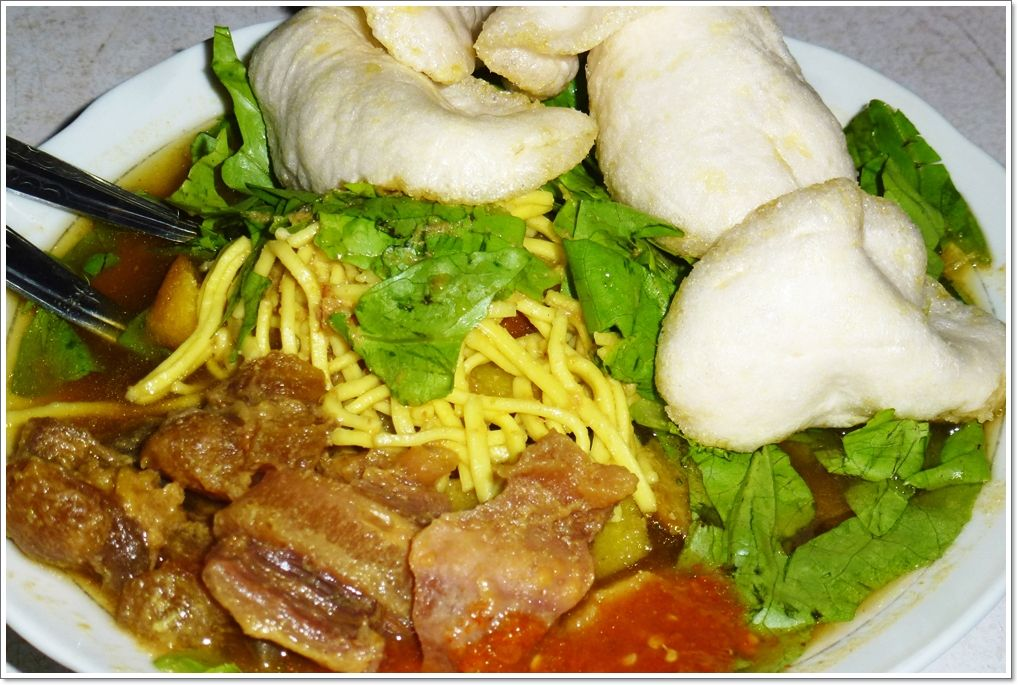 Tahu Campur From Lamongan East Java Tahu Campur Consist Of Tofu Tahu Meat Steamed Rice Noddle Bean Sprout Lettuce A Makanan Masakan Indonesia Masakan