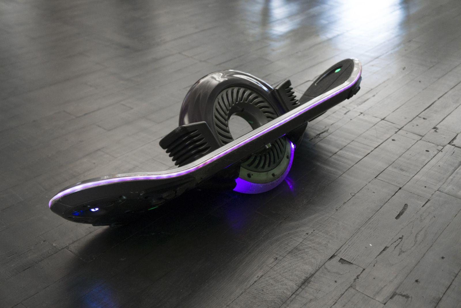 test ride hoverboard technologies 39 hoverboard. Black Bedroom Furniture Sets. Home Design Ideas
