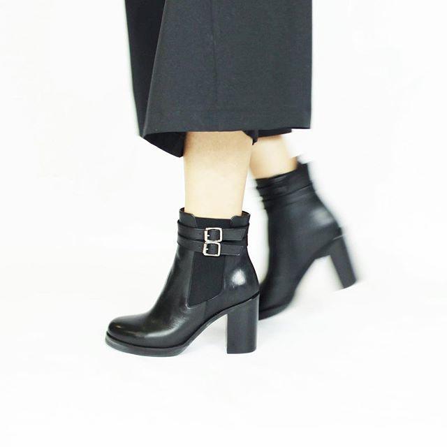 #JONAK | Boots DRUCE en cuir noir  http://www.jonak.fr/bottines-a-double-boucles-en-cuir-noir-jonak.html