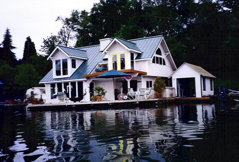Floating Home I Ll Take It Floating House Water House