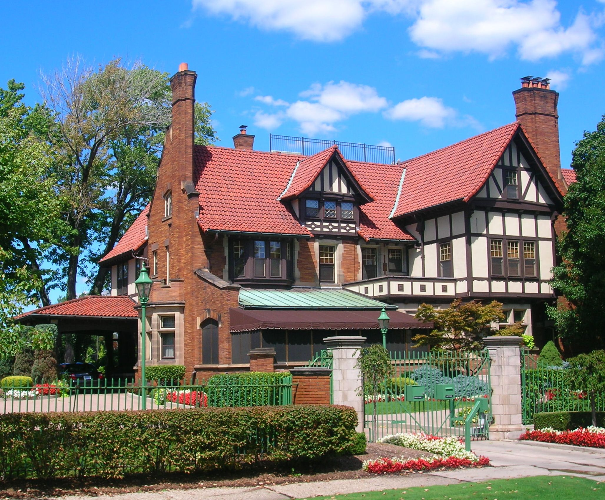 Tudor homes for sale in michigan for Tudor style house for sale