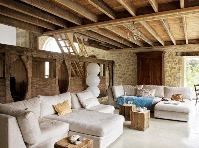 salon avec des poutres en bois apparentes id es d co pour chalets en bois pinterest bon. Black Bedroom Furniture Sets. Home Design Ideas