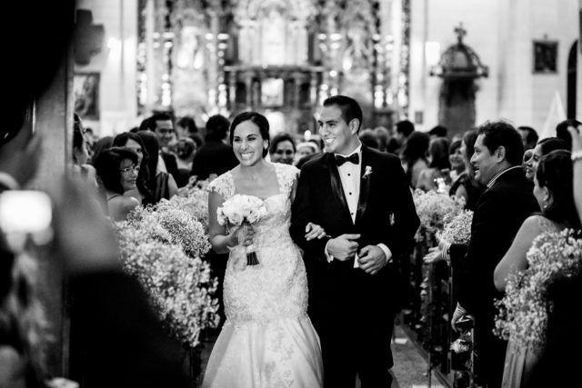 Matrimonio sobrio y elegante en Lima de Natalie y Pedro http://www.velodevainilla.com/2017/02/14/matrimonio-sobrio-en-club-arabe-lima-natalia-pedro/
